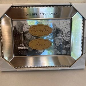 New in box Malden silver family frame